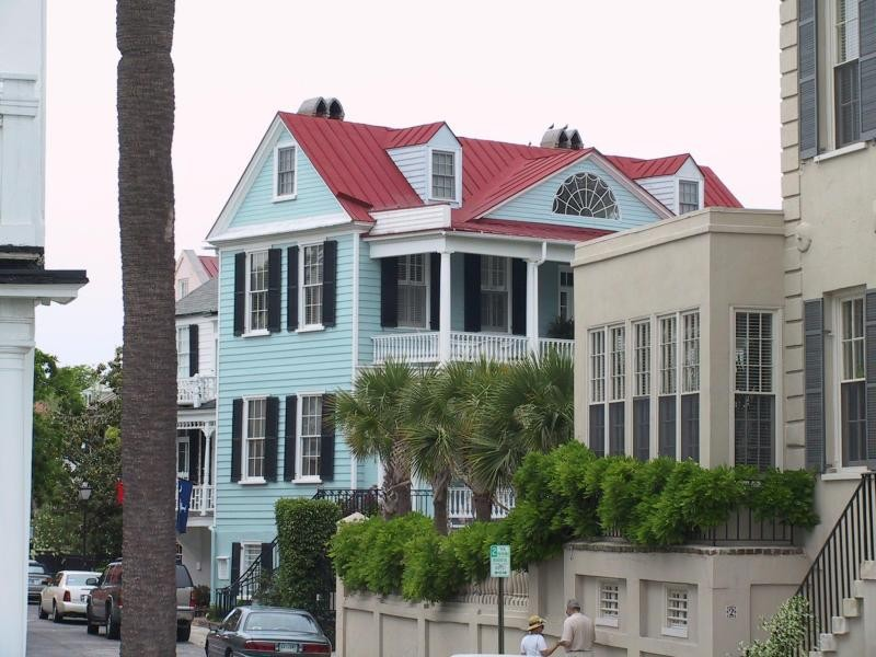 historic Charleston architecture embodied in this Charleston single style real estate downtown